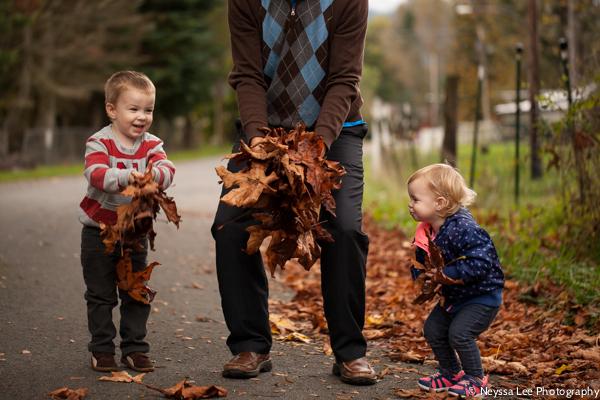 Leaf throwing photo tips, kids in leaves