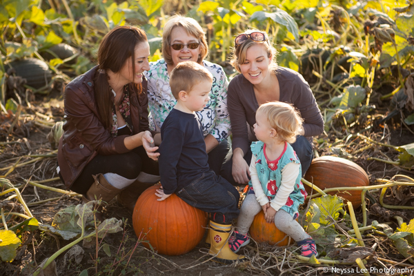 Seven Pumpkin Patch Photo Tips, Family with Pumpkins