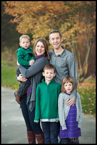 Photos of a family of 5, fall family photos, Family in greens purples and grey