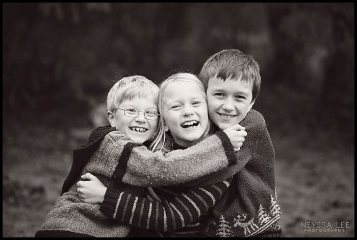 Pacific Northwest Extended Family Photos, Brothers Photo, Hugging Siblings,
