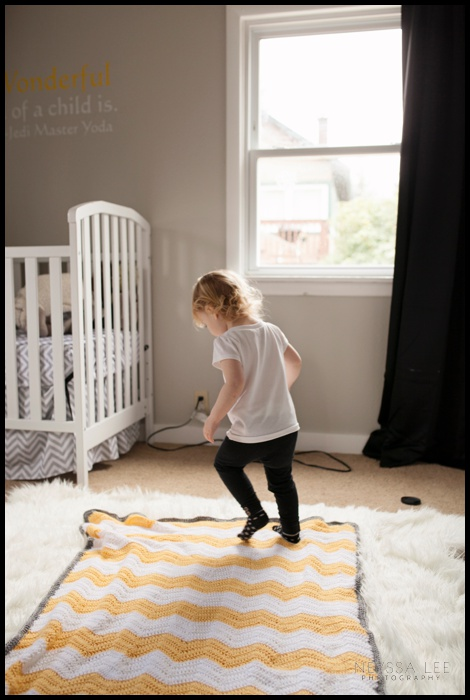 How to Take Better Monthly Photos for Babys 1st Year, location pull back photo