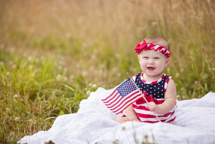 happy birthday America, 4th of July photos, kids in field, sibling photos