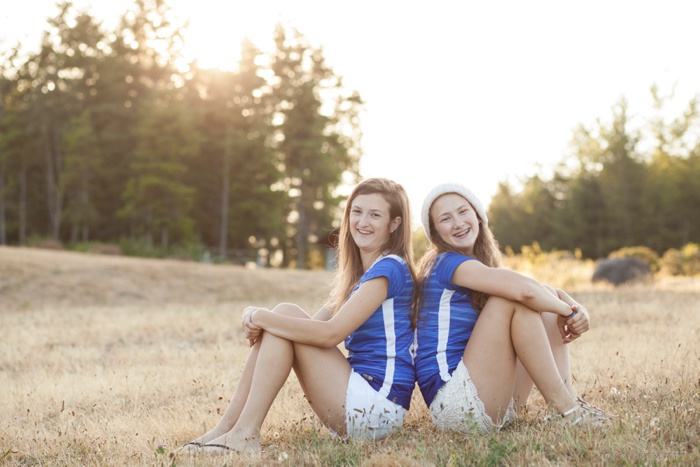 Photos of sisterly love, sisters, sibling photography, snoqualmie teen photographer