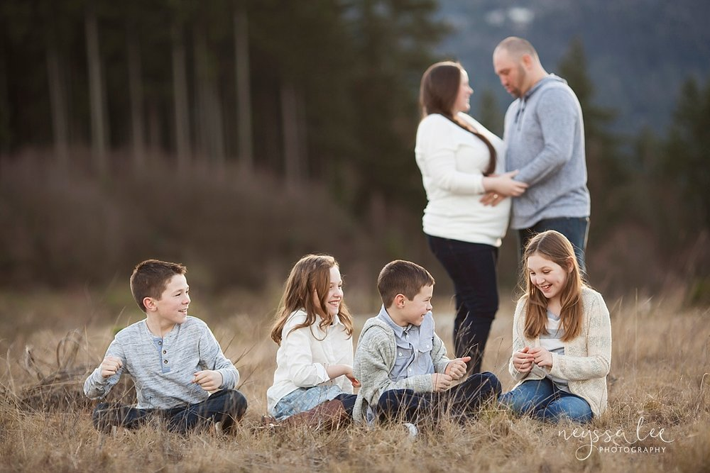 neyssa lee photography snoqualmie family photographer what to wear for family photos in Seattle neutral colors for family photos natural organic