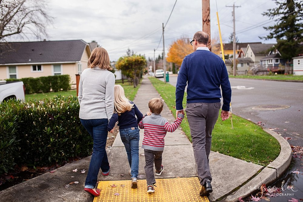 Neyssa Lee Photography Snoqualmie Family Photographer Mini Session Family Walking Down the Street