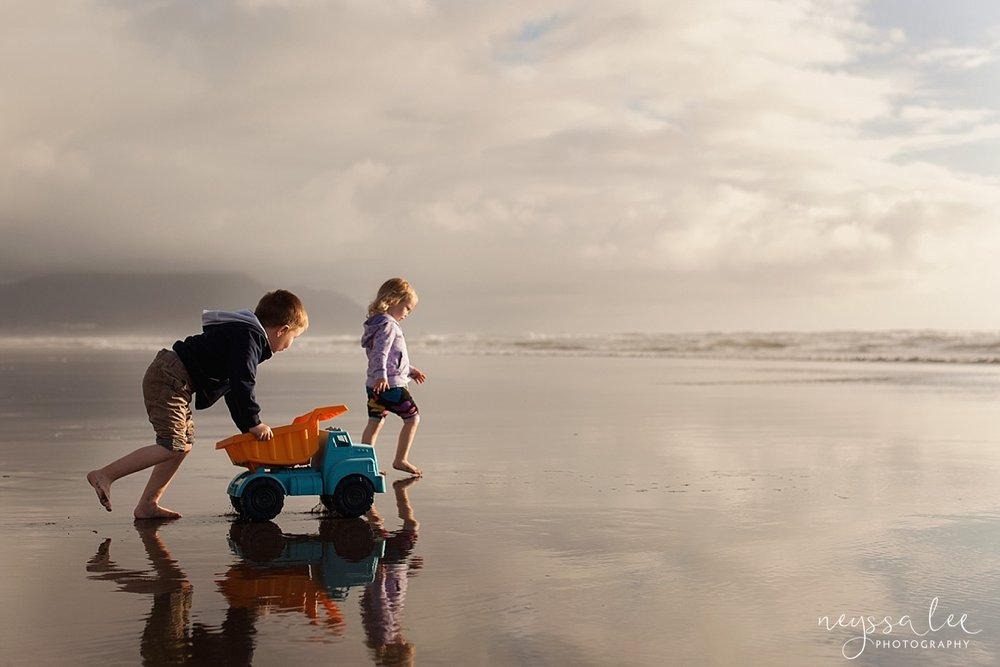 Snoqualmie Family photographer Neyssa Lee photography Kids with truck on the beach 50mm lens what's in my camera bag
