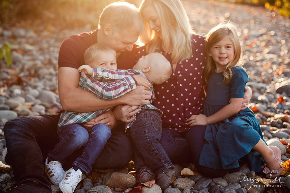 Snoqualmie Family Photographer, Neyssa Lee Photography, Family of 5, Family Snuggles