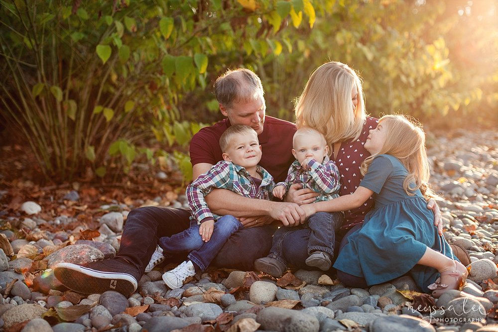 Snoqualmie Family Photographer, Neyssa Lee Photography, Family of 5, Family photos at the river