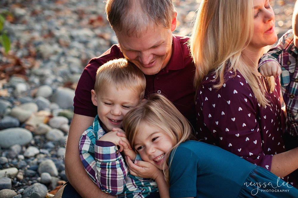 Snoqualmie Family Photographer, Neyssa Lee Photography, Family of 5, sibling snuggles