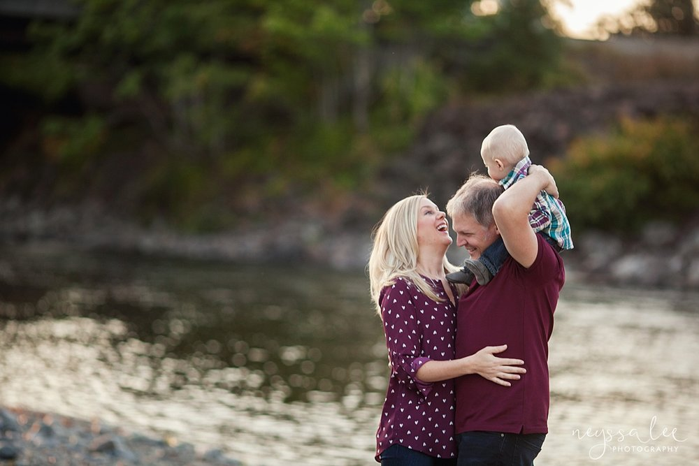 Snoqualmie Family Photographer, Neyssa Lee Photography, Family of 5, mom dad and baby