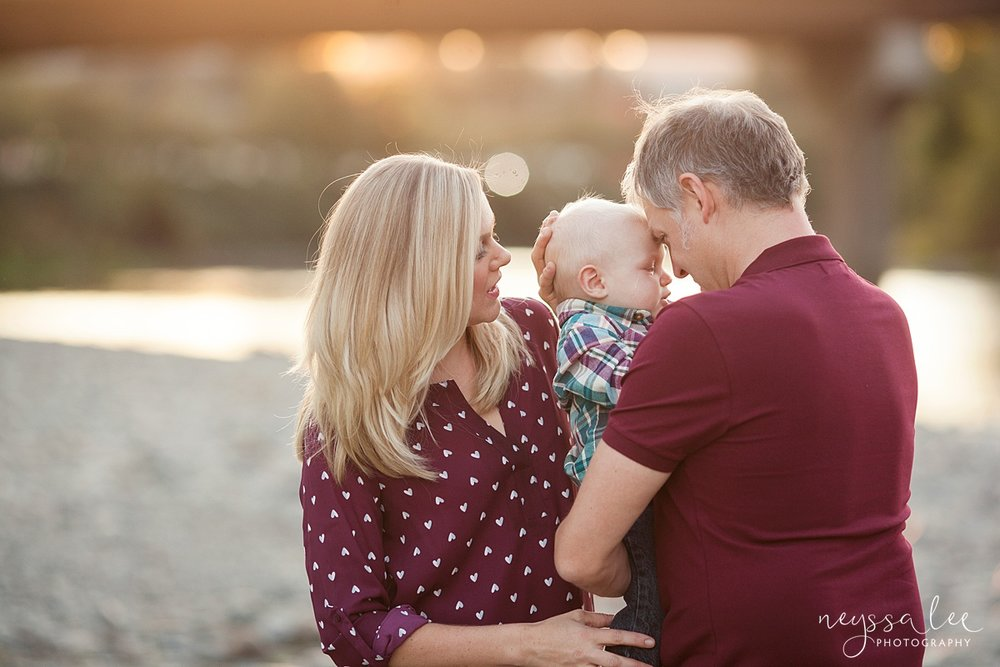 Snoqualmie Family Photographer, Neyssa Lee Photography, Family of 5, parents snuggle baby at river