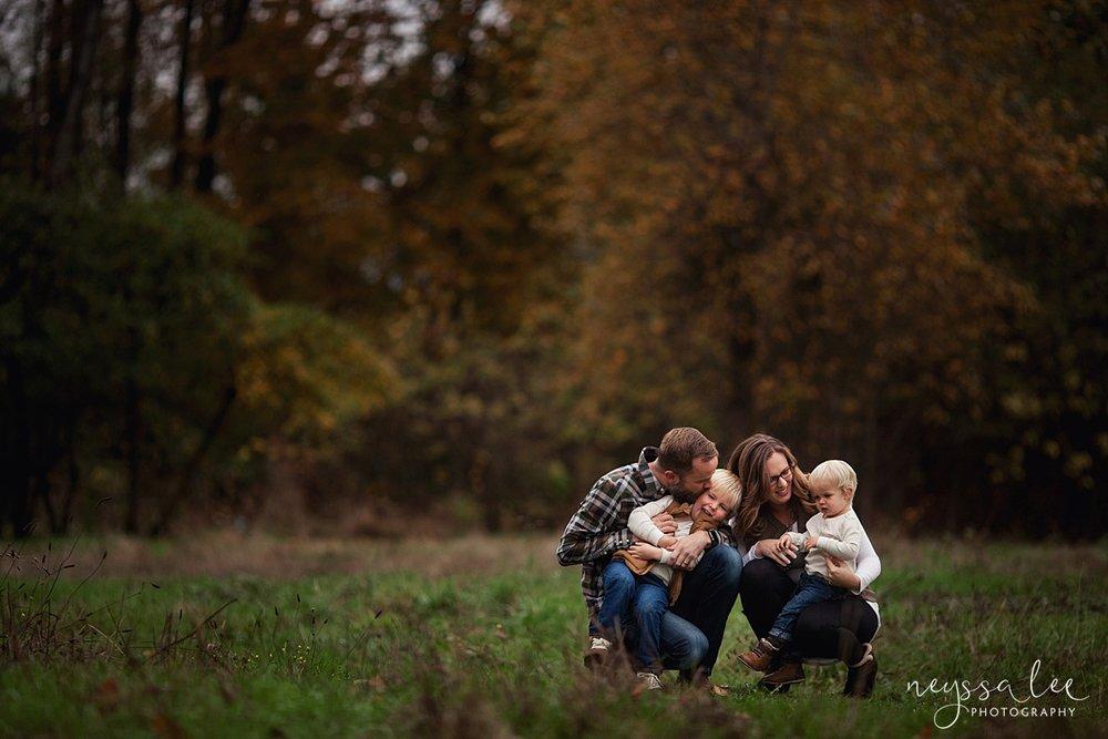 Neyssa Lee Photography, Snoqualmie Family Photographer, Fall Family Photos, family snuggles
