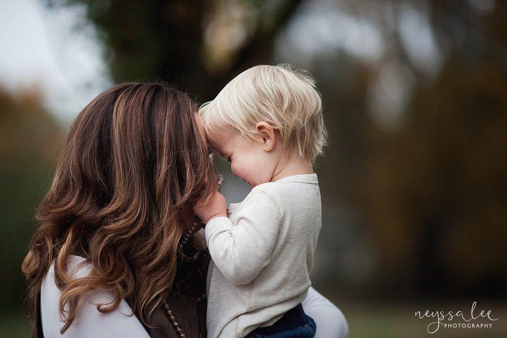 Neyssa Lee Photography, Snoqualmie Family Photographer, Fall Family Photos, Mother