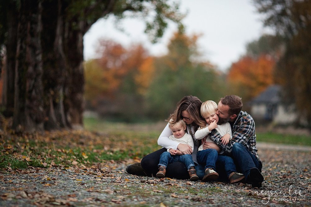 Neyssa Lee Photography, Snoqualmie Family Photographer, Fall Family Photos, Family snuggled together on ground