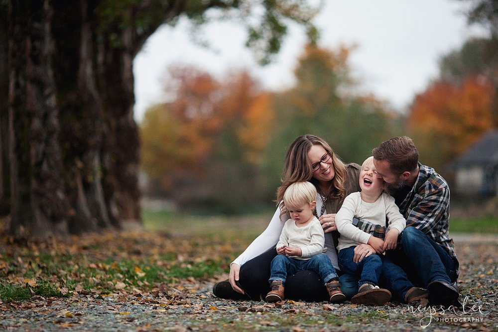Neyssa Lee Photography, Snoqualmie Family Photographer, Fall Family Photos, Family laughing together
