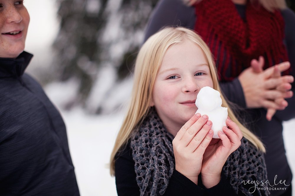 Neyssa Lee Photography, Snoqualmie Family Photographer, Family photos in the snow, little snowman