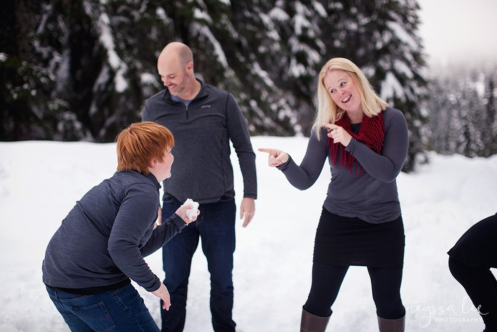 Neyssa Lee Photography, Snoqualmie Family Photographer, Family photos in the snow, snowball fight