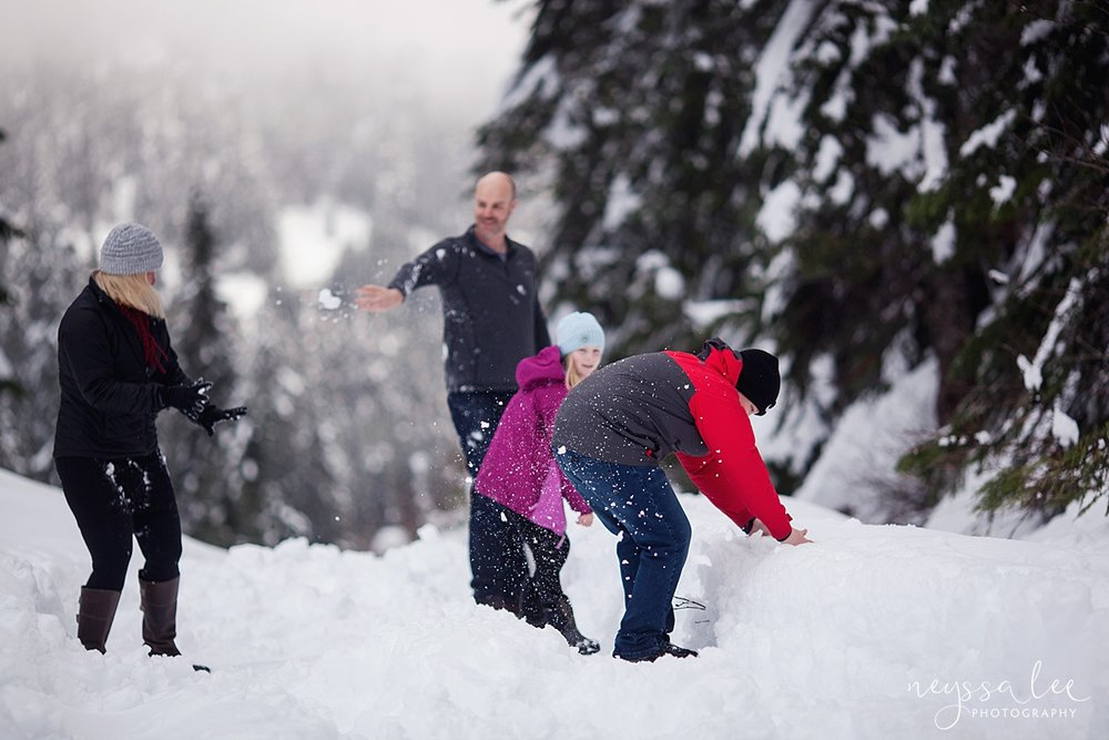 Neyssa Lee Photography, Snoqualmie Family Photographer, Family photos in the snow, Family snowball fight, Snoqualmie Pass