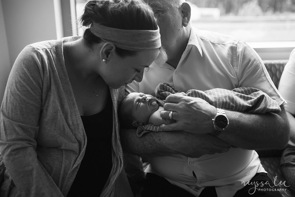 unsure of fresh 48 photos, issaquah fresh 48 photographer, Neyssa Lee Photography, Father and Daughter with newborn baby