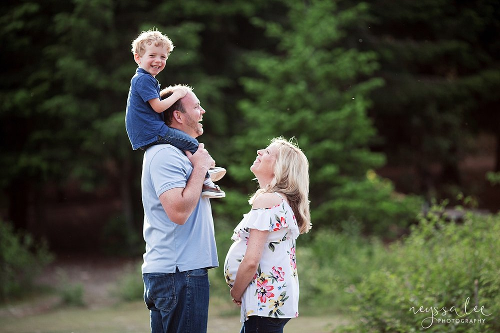 Maternity Photos in the Mountains, Gold Creek Pond, Neyssa Lee Photography, Snoqualmie Family Photographer, Family Pose