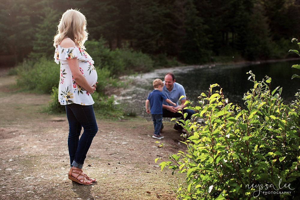 Maternity Photos in the Mountains, Gold Creek Pond, Neyssa Lee Photography, Snoqualmie Family Photographer, mom watches family