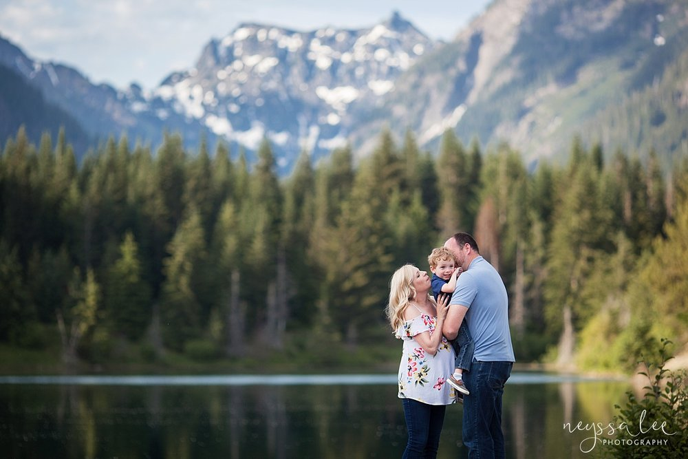 Maternity Photos in the Mountains, Gold Creek Pond, Neyssa Lee Photography, Snoqualmie Family Photographer, Gorgeous Mountain Background