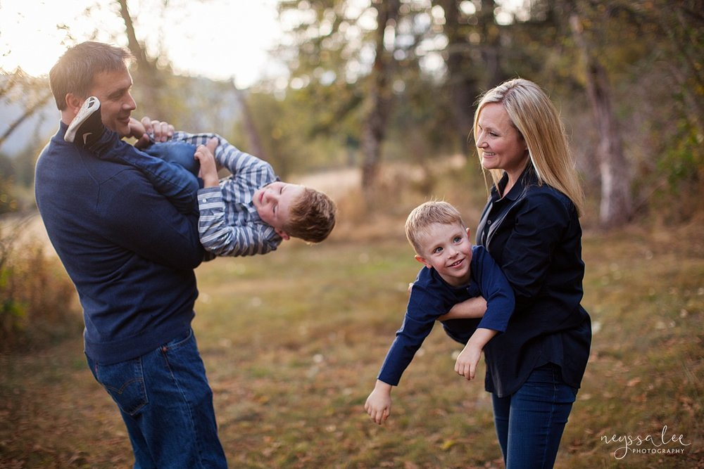 Snoqualmie Family Photographer, Neyssa Lee Photography, Fall Family Photos, Change of perspective on family photos, family of four plays
