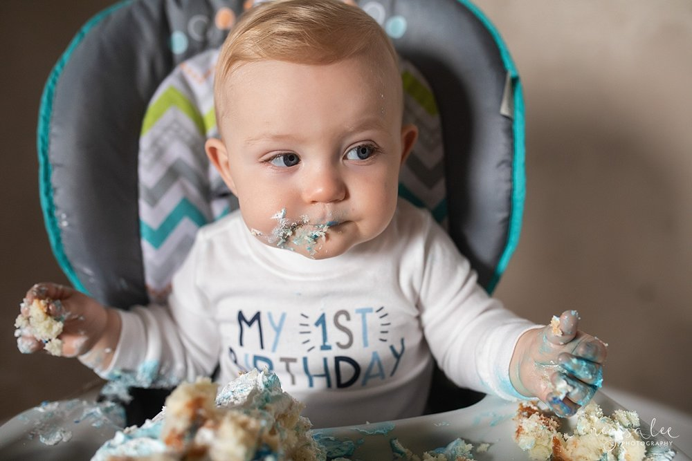 neyssalee_snoqualmiefamilyphotographer_lifestyle_cake_smash_photo_517.jpg