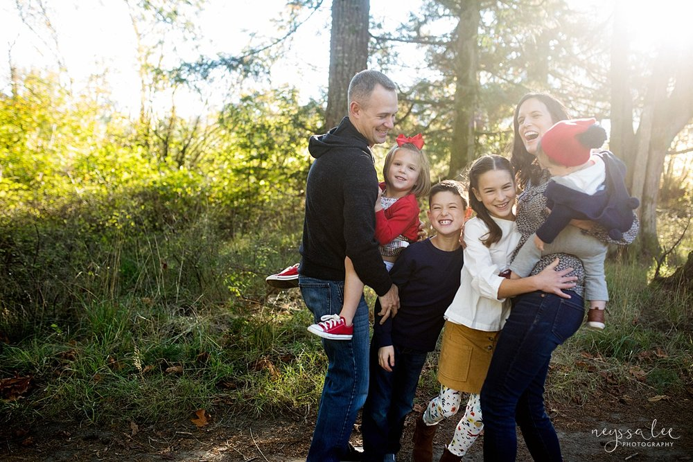 Seattle family photographer, Neyssa Lee Photography, How to dress your kids for family photos, photo tips, family hug in beautiful light, Snoqualmie lifestyle family photographer