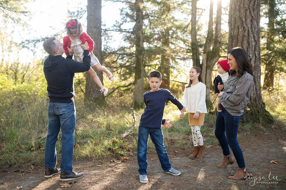 Seattle family photographer, Neyssa Lee Photography, How to dress your kids for family photos, photo tips, photo of family of 6 dancing and playing together, Snoqualmie lifestyle family photographer