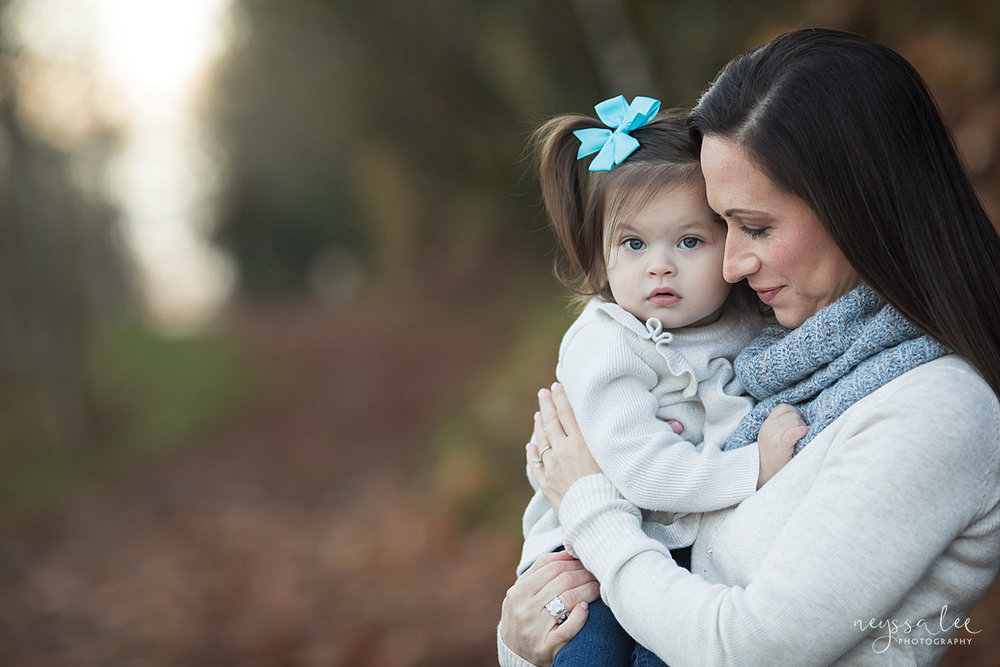 Neyssa Lee Photography, Snoqualmie Family Photographer, Large family photo, Lifestyle photo of mother and daughter