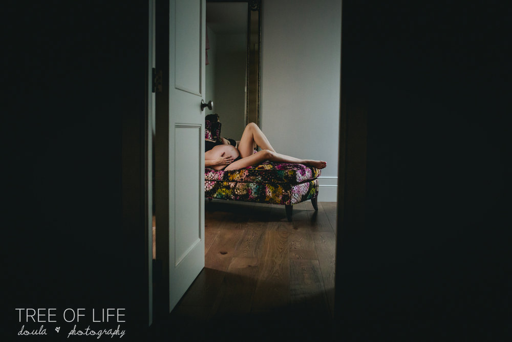 intimate-maternity-session-london-photographer