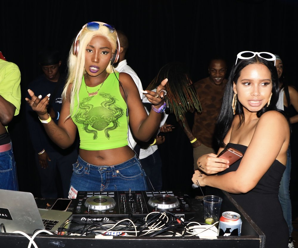 2000's Event Music by DJ Nolita Hosted by Leshae (@Hepbvrn) (photographed above) / @Dickbyair / @TayGosling Photo: @Krystallion