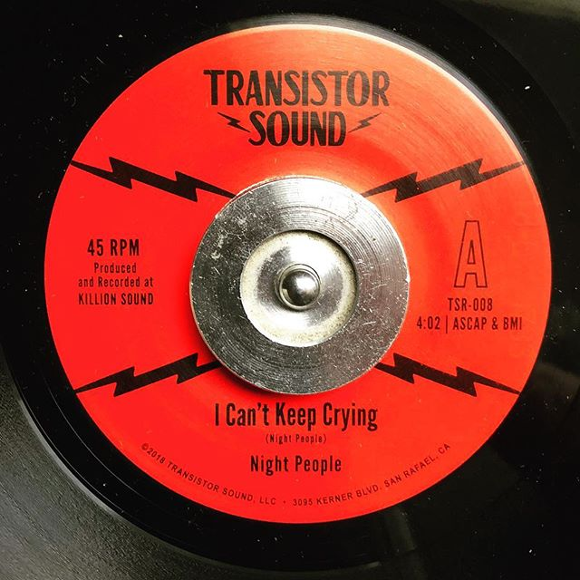 This gem is out and available at most fine record stores and available at some online shops like @dustygroove! If you aren't finding one at your local shop cause it sold out, you'll be happy to know it's already at the plant for a 2nd pressing.👌 #nightpeople #45 #icantkeepcrying #single #soul #transistorsound #westcoastmusic #opendrums #breakbeat #killionsound #outnow‼️