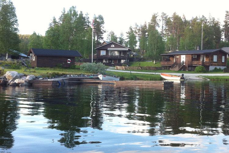 boatcanoe04.jpg