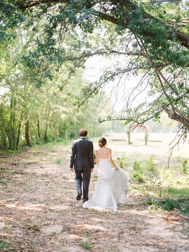 wedding-under-oak-trees.jpg