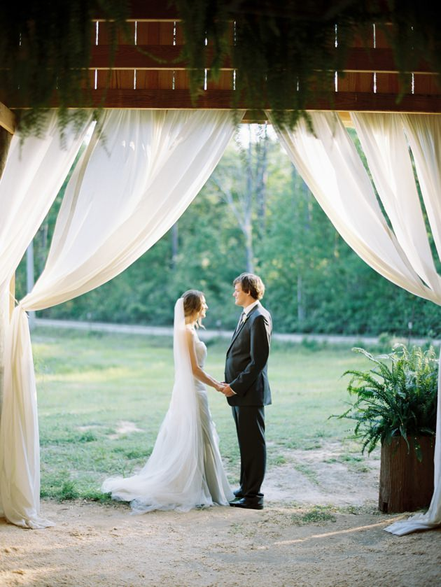 Mississippi-Photographer-Lauren-Kinsey-romantic-barn-wedding.jpg