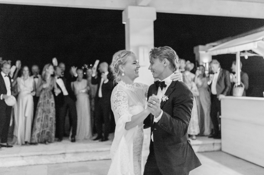 33-first-dance-black-and-white.jpg