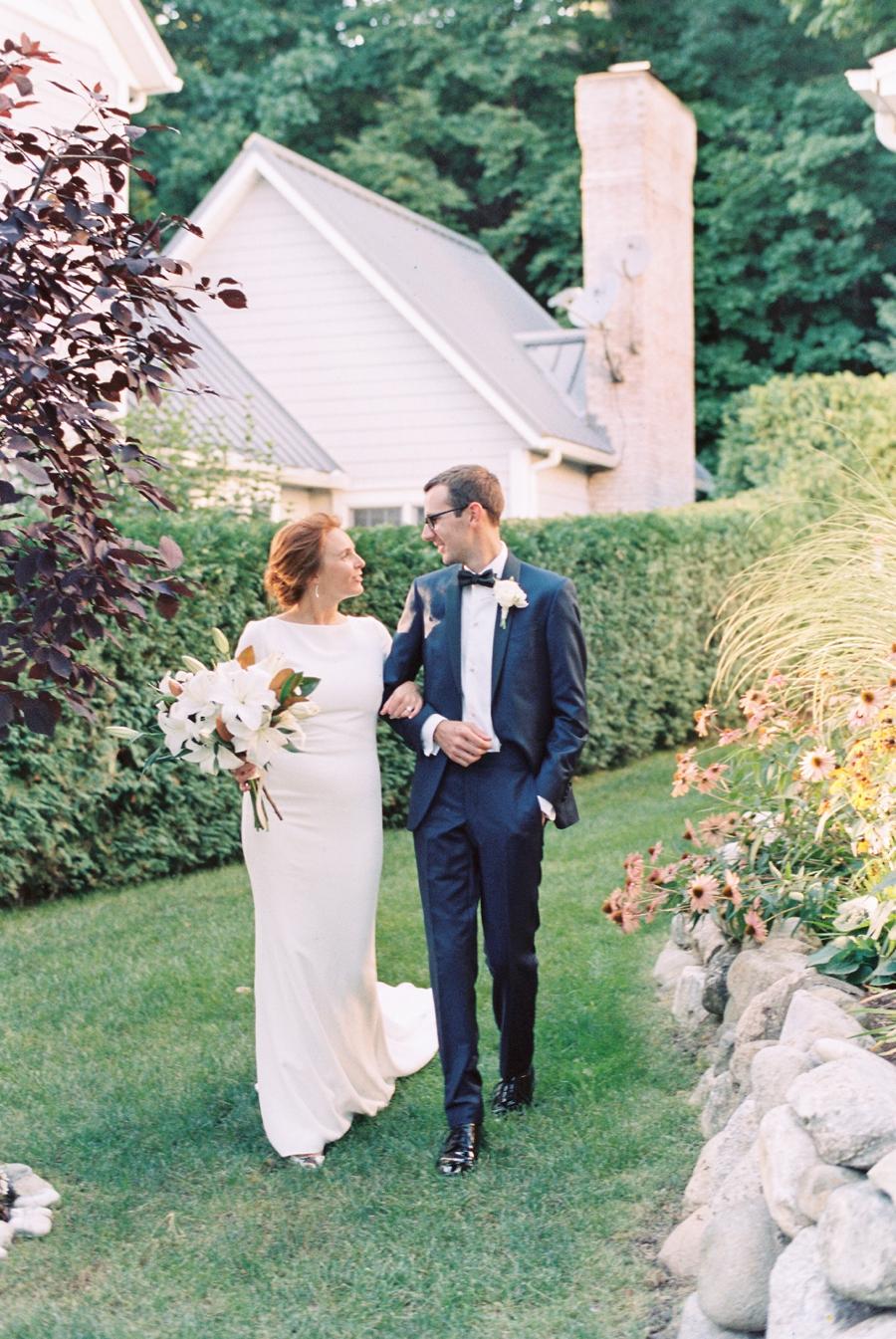 23-summer-wedding-in-michigan.jpg
