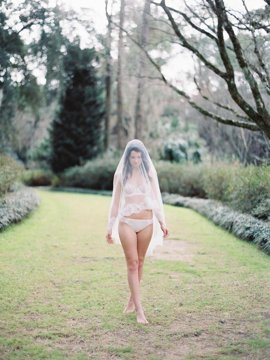 14-girl-with-a-serious-dream-veil.jpg