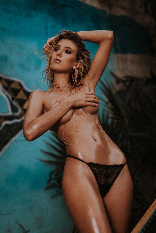 Sabrina W-25.jpg
