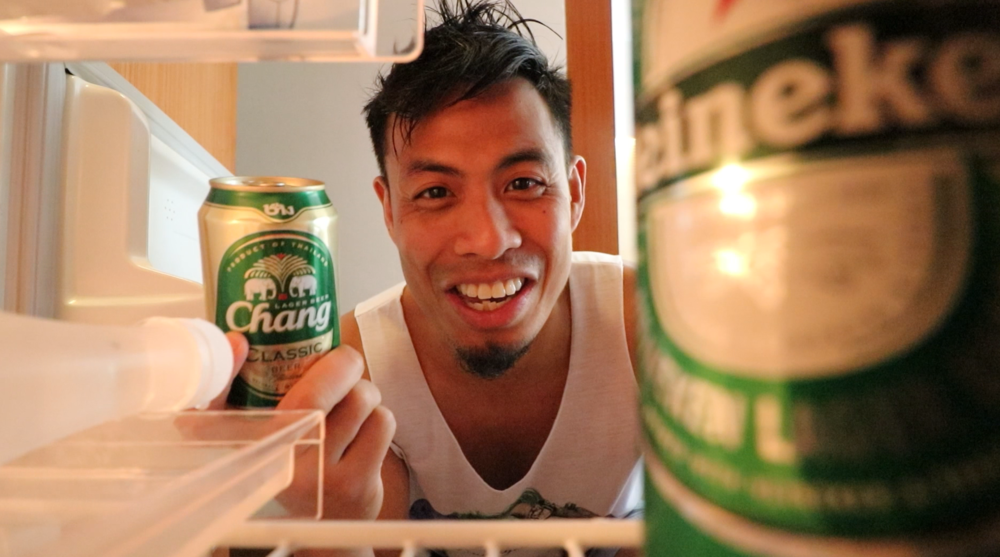 無料が大好きな相方が、「無料ビール」を冷蔵庫で見つけたところ
