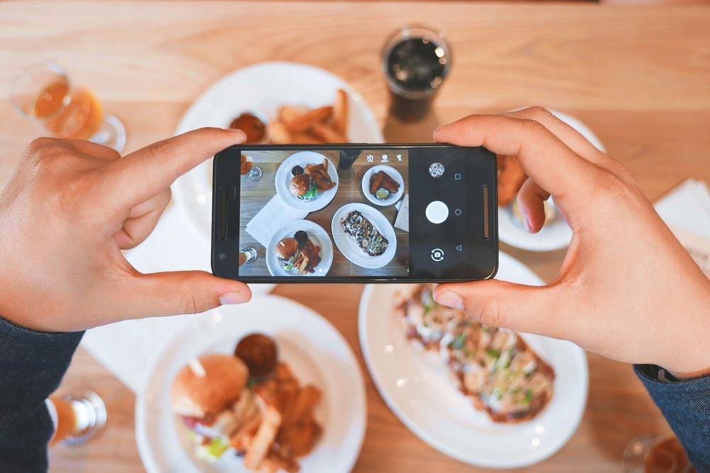 sushi manner photo taking