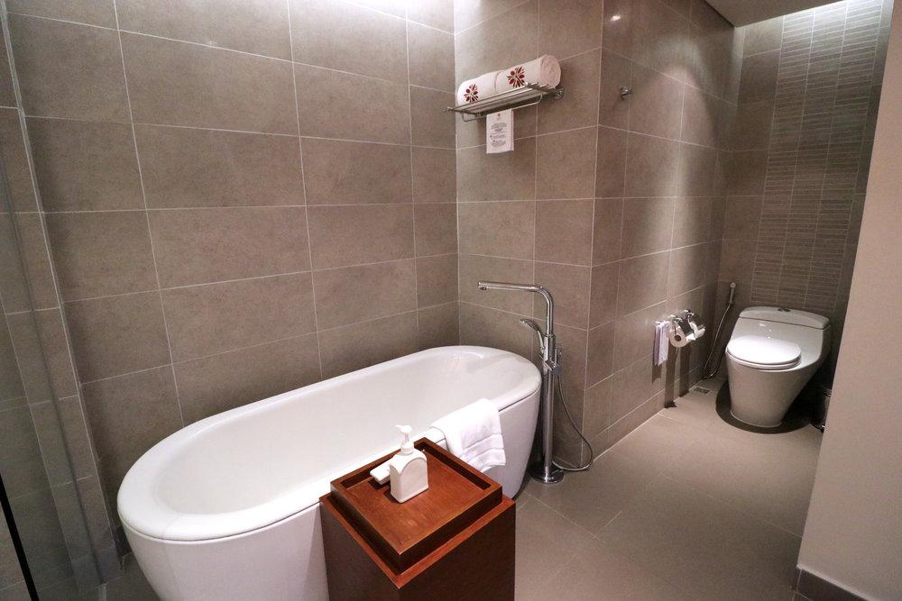 Bath tab & Toilet