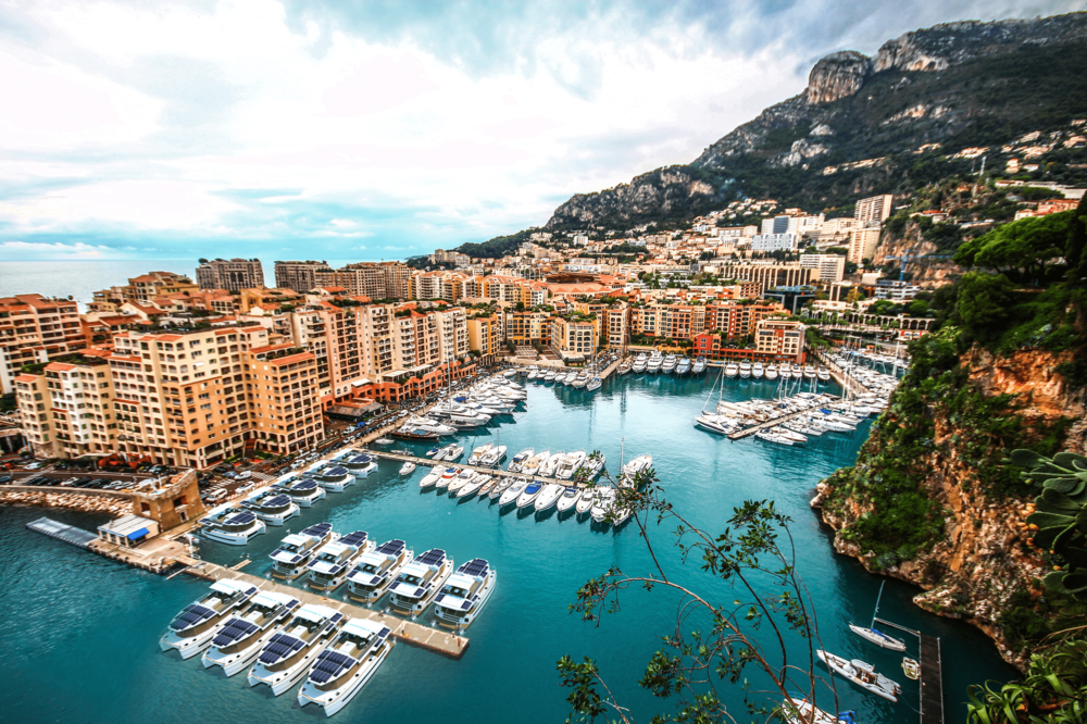 Open an hotel in the heart of the most prestigious marinas - Monaco