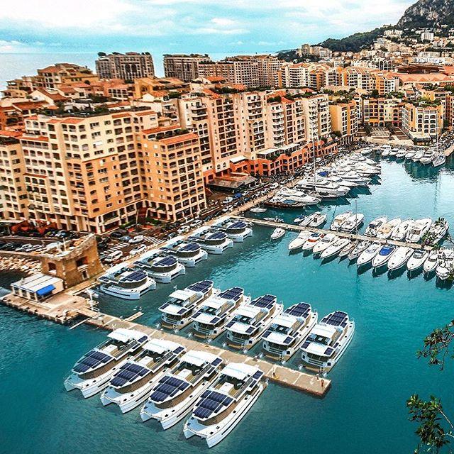 Hotel flottant kayflô sur les quais de la marina de Monaco #hôtelflottant #kayflo #floatinghotel
