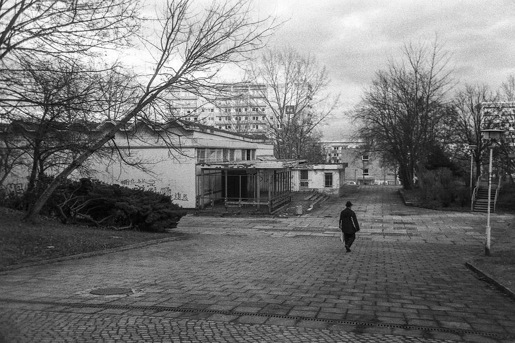Closed supermarket, Fritz Heckert Gebiet, Chemnitz | © Lilly Schwartz 2013