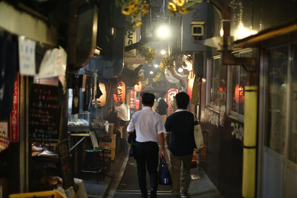 What to do in Tokyo in 3 days? Get some beers in Shinjuku's Golden Gai, of course.