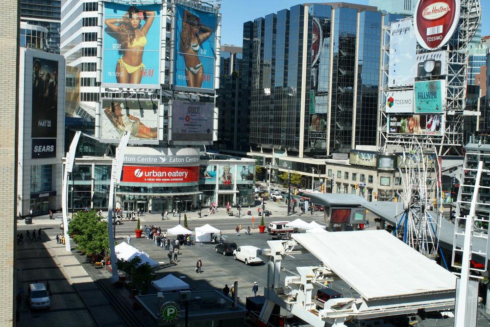 36 Hours in Toronto - Yonge-Dundas Square