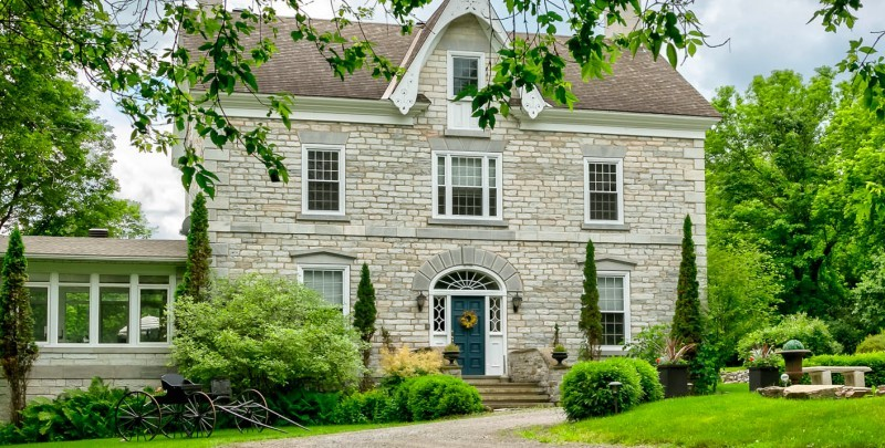 Clyde Hall - Ontario Bed and Breakfast